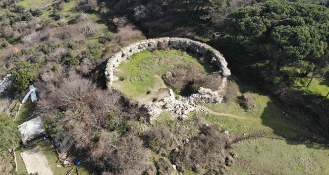 Tarihi Poyrazköy Kalesi harabeye döndü