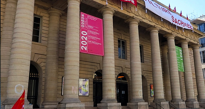 Paris'te tarihi Odeon Tiyatrosu'nda kültür sektörü çalışanlarının işgali devam ediyor