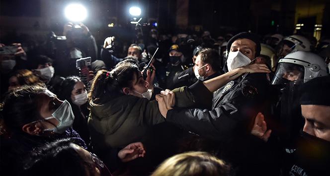 İstiklal Caddesi'nde izinsiz yürüyüş yapmak isteyen kadınlara polis engeli