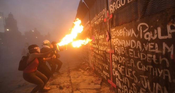 Meksika'da 8 Mart gösterisine polis müdahalesi: 19 yaralı