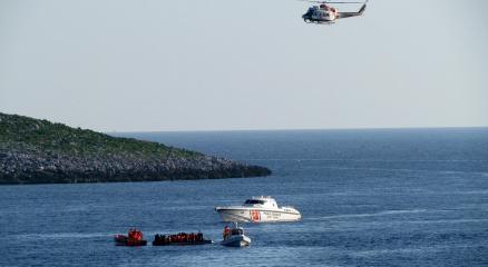 İzmirde batan tekne için arama kurtarma çalışmaları sürüyor