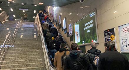 Yenikapı metrosunda kalabalık manzara dikkat çekti