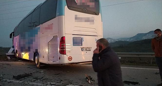 Düzce'de otobüsle otomobil çarpıştı: 3 ölü, 11 yaralı
