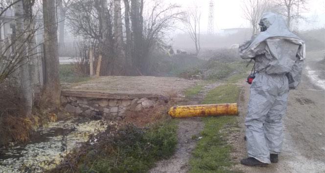 Kanal kenarına atılan tüpte kimyasal iddiası: 2'si polis toplam 12 kişi hastaneye kaldırıldı