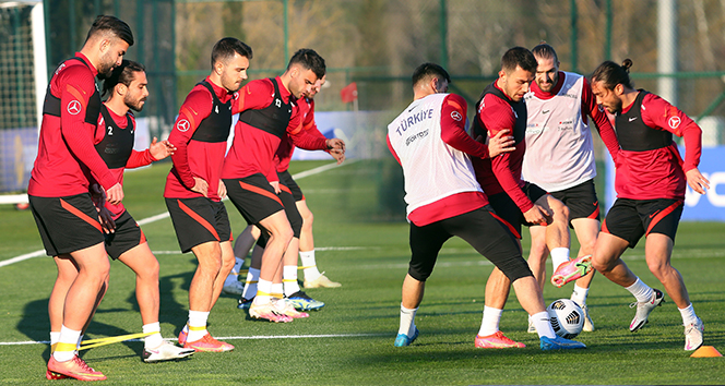 A Milli Futbol Takımı, Letonya maçı hazırlıklarına başladı