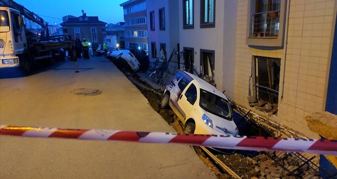 Ümraniye'de istinat duvarı çöktü, 4 araç yuvarlandı