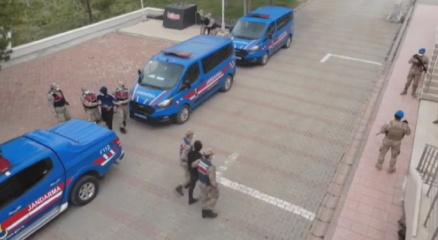 60 yaşındaki kadını Bıçaklama olayına karıştınız diyerek dolandıran şahıslar yakalandı