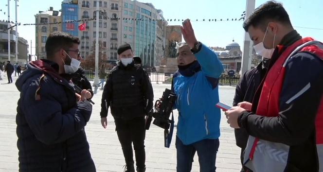 Taksim Meydan'da seyyar satıcılar gazeteciyi darp etti
