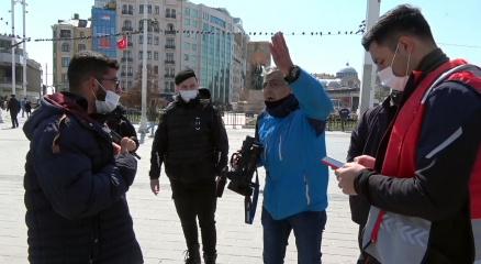 Taksim Meydanda seyyar satıcılar gazeteciyi darp etti