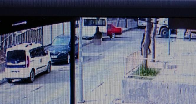 Araçlar kafa kafaya böyle çarpıştı: 2'si çocuk 4 yaralı