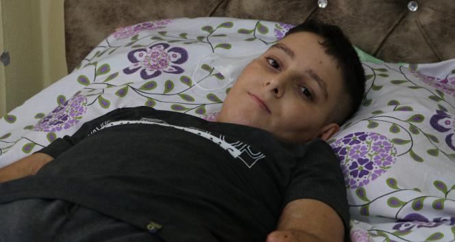 Uçurtması yüksek gerilim hattına takılan çocuk ölümden döndü