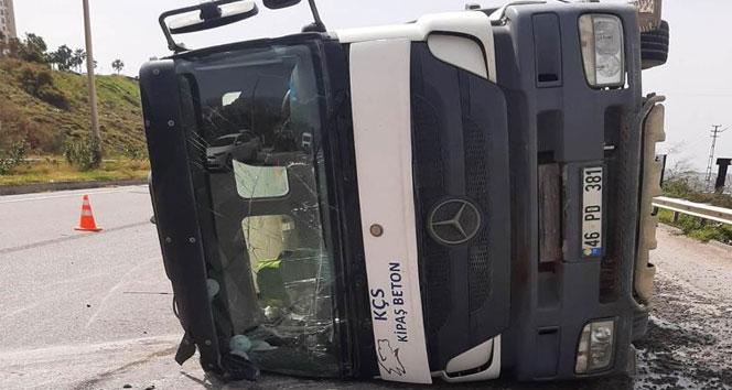Hatay'da beton mikseri otomobile çarptı: 1 kişi hayatını kaybetti