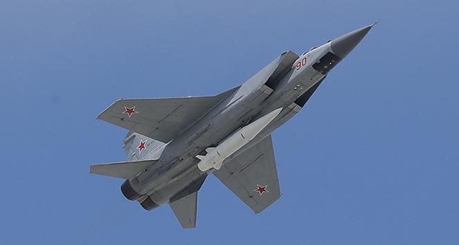 Rus savaş uçağı, Barents Denizi'nde Norveç keşif uçağını engelledi