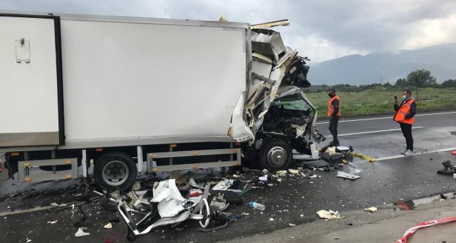 İzmir'de feci kaza: 1 kişi hayatını kaybetti, 1 kişi ağır yaralı
