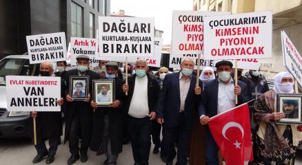 Evlatları dağa kaçırılan Vanlı annelere Diyarbakır annelerinden destek
