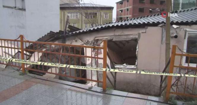 Kağıthane'de metruk bir bina çöktü