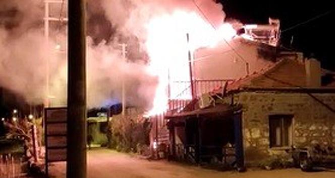 Assos'ta motelde çıkan yangında bir çift ölümden döndü