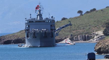 Foçada düşen askeri uçağın enkazı denizden çıkarıldı