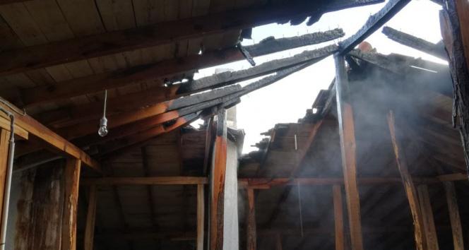 Afyonkarahisar'da çatı yangını korkuttu
