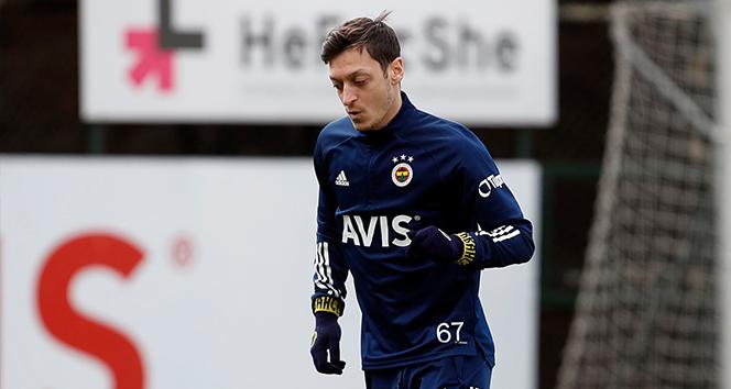 Mesut Özil'den Cenk Tosun'a geçmiş olsun mesajı