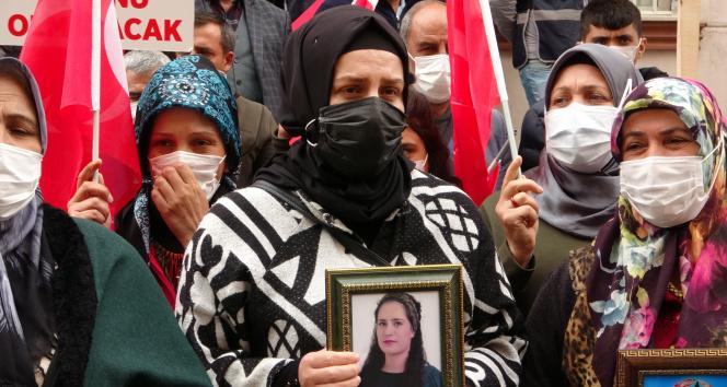 Yüreği yanık bir abla HDP önündeki evlat nöbeti eylemine katıldı