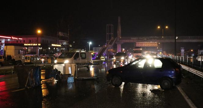 D650 karayolunu kilitleyen kaza: 2 yaralı