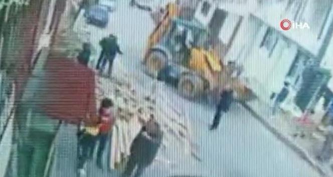 Arnavutköy'de hafriyat alımı sırasında başka bir binanın altındaki toprak kaydı