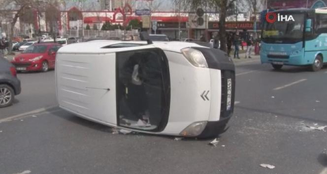 Esenyurt E-5 yan yolda trafiği kilitleyen kaza