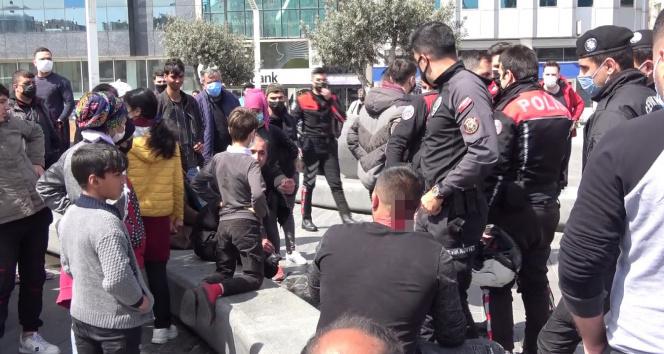 Taksim'de İranlı turist ile seyyar satıcılar birbirine girdi