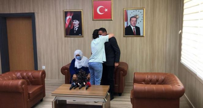 Mardin'de teslim olan kadın terörist ailesi ile buluşturuldu