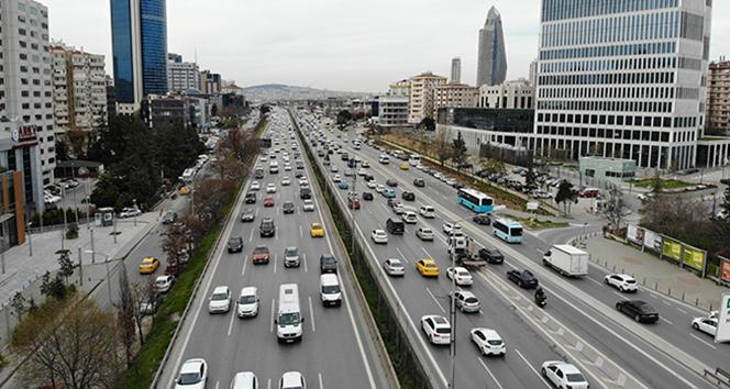 İstanbul'da ilk iftar öncesi trafik yoğunluğu başladı