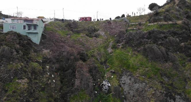 Sarıyer'de dönüş yapan genç sürücü kayalıklardan aşağı uçtu