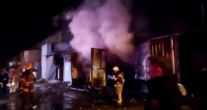 Sahur vakti Mobilya fabrikasında yangın