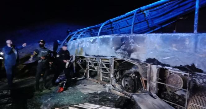 Mısır'da yolcu otobüsü devrildi: En az 20 ölü