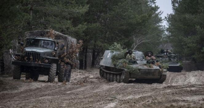 Rusya ile gerilimi tırmandıran Donbass'ta 1 Ukrayna askeri daha hayatını kaybetti