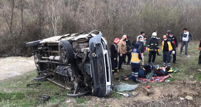 Kontrolden çıkan kamyonet şarampole uçtu: 2 yaralı