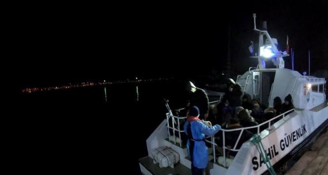 Ayvalık'ta 34 düzensiz göçmen kurtarıldı