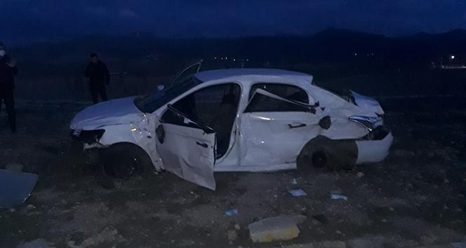 Tır ile otomobil çarpıştı: 3 ölü, 2 yaralı