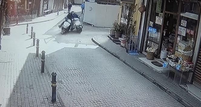 İki motosiklet böyle çarpıştı!