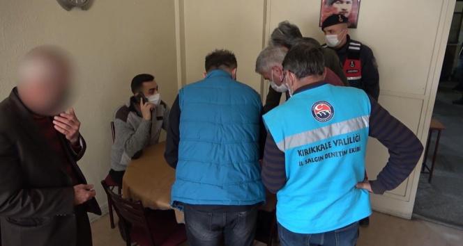 Kapalı olması gereken kıraathaneye kumar baskını: 18 kişiye 96 bin 300 lira ceza
