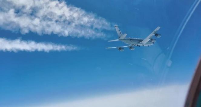 Rus savaş uçağı, ABD keşif uçağını engelledi