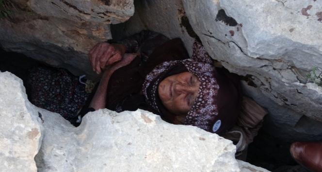 Kayalıklar arasında sıkıştı hastanede hayatını kaybetti