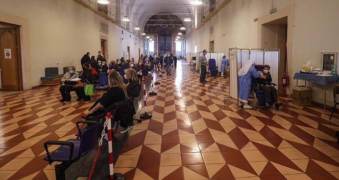 İtalya'da son 24 saatte Covid-19'a bağlı 429 can kaybı