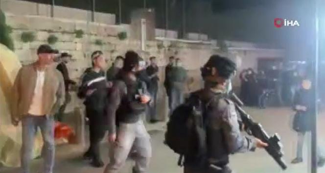 İsrail güçlerinden Mescid-i Aksa'da ibadet edenlere 4 gece üst üste saldırı