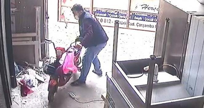 Sahibinin gözü önünde güpegündüz elektrikli bisiklet hırsızlığı