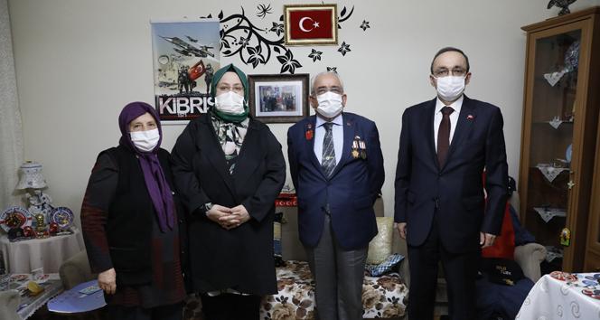 Bakan Selçuk, iftarda 'Reşat Baba' olarak tanınan Kıbrıs Gazisi'nin evine konuk oldu