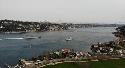 İstanbul Boğazından geçiş yapan Rus savaş gemileri havadan görüntülendi