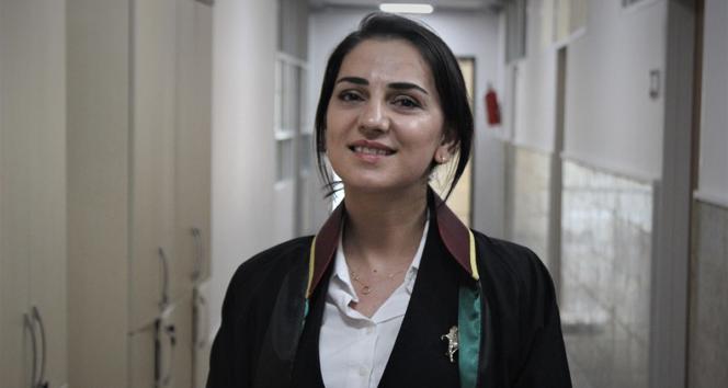 Üniversite hastanesinde hemşireydi, şimdi aynı üniversitenin avukatı oldu