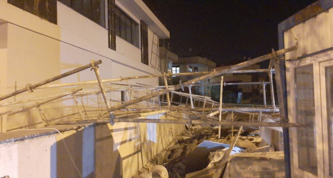 Denizli'de şiddetli rüzgar kent genelinde hayatı olumsuz etkiledi