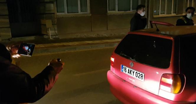 Araçtan çıkan kumandaya basan polis çıkan seslerle şaşkına döndü